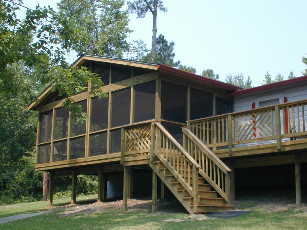 Lake Sinclair lakehouse deck and screened porch