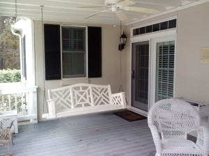 Chippendale pattern on Perry GA deck rail reflects the homeowners Chippendale-backed swing